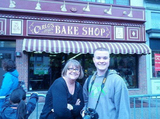 Carlo's Bakery : Next in line...
