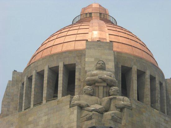 Monumento y Museo de la Revolucion: La doble cùpula