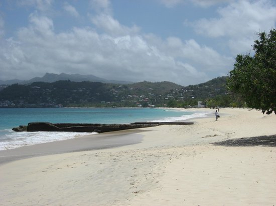 True Blue Bay Boutique Resort: Busy Grand Anse beach!