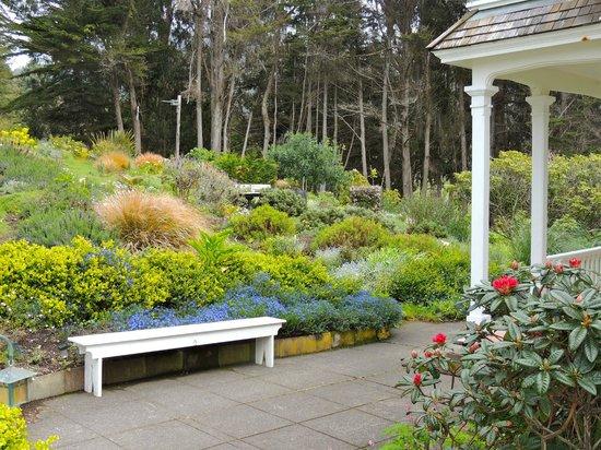 The Elk Cove Inn & Spa: Gardens