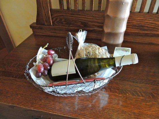 The Elk Cove Inn & Spa: Welcome basket