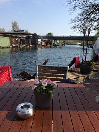 Hotel & Restaurant Fackelgarten Plau am See: Blick von der Terrasse aufs Wasser!