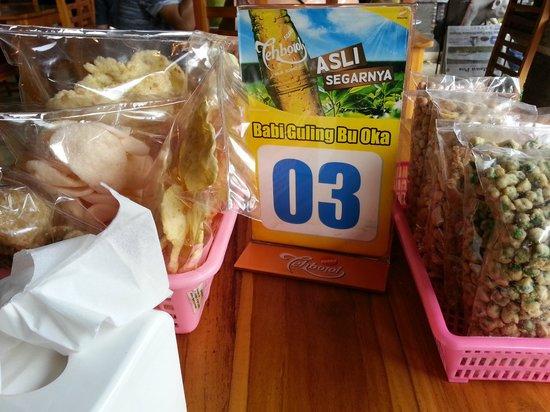 Warung Babi Guling Ibu Oka 3: Basket of crackers