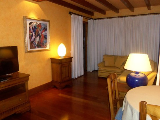 Princesa Yaiza Suite Hotel Resort: Lounge area - lovely views behind those curtains!