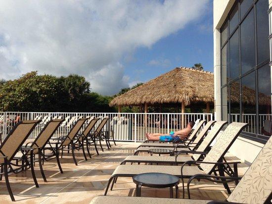 Hilton Cocoa Beach Oceanfront: Pool area