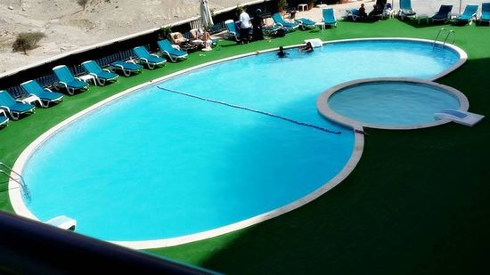 Golden Tulip Khatt Springs Resort & Spa: Swimming pool
