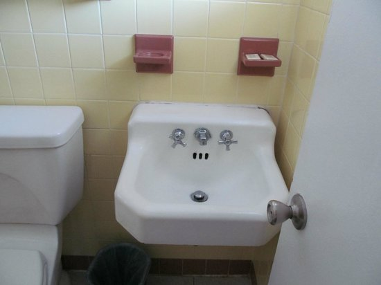 Vacation Inn Motel: Bathroom