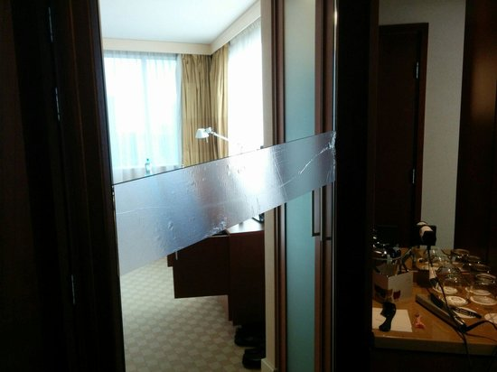 The Westin Warsaw: Broken mirror held together with electrical tape :(