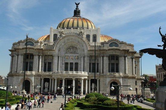Palacio de Bellas Artes: fachada frontal Bellas Artes