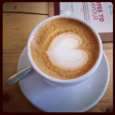 WIRED Cafe Bar: Great latte with an extra shot!