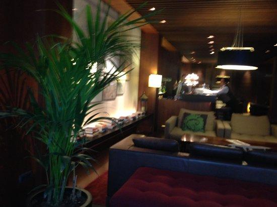 Hotel Regina Barcelona: Холл