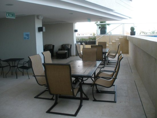 Holiday Inn Express Puerto Vallarta: outside seating