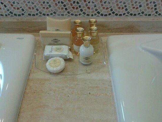 Hotel El Rodat: amenities pack