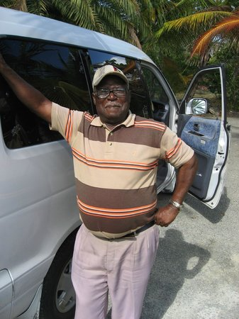 Coconut Beach Club: Our 80 year old cabbie!