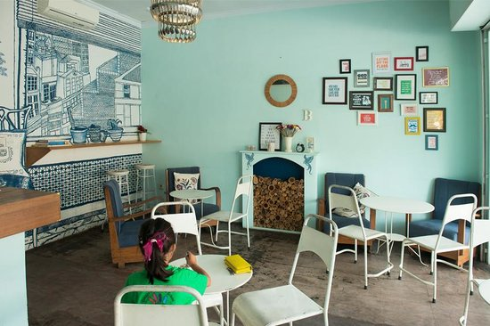 Butter Cake & Coffee Shop: Cosy seating area