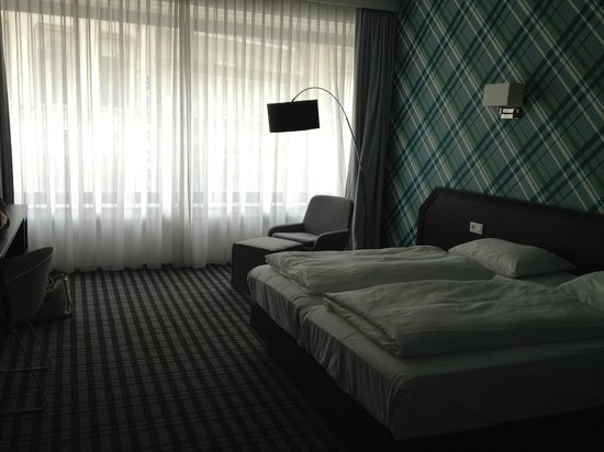 Antwerp City Hotel: Large bedrooms!