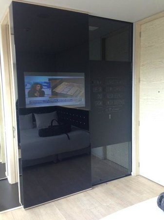 The Click Clack Hotel: Tv Set, behind is the shower and the WC