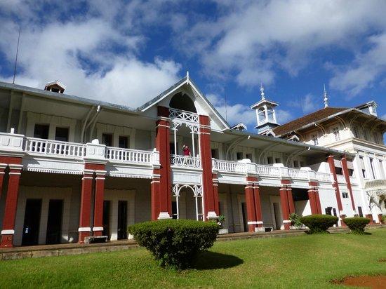 Hotel des Thermes : Vue arrière de l'hotel