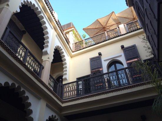 Riad Ambre et Epices: Vue du patio, notre chambre...