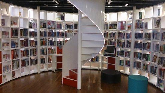 Bibliothèque centrale (Openbare Bibliotheek) : Zona peques