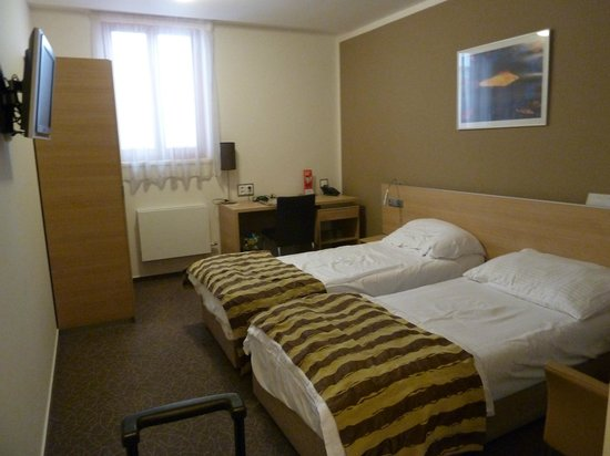 BEST WESTERN Hotel Pav : bedroom