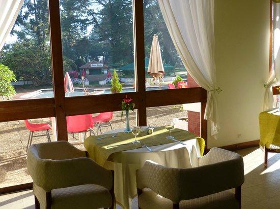 Hotel des Thermes : Au restaurant coté piscine