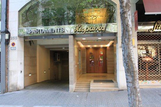 Hispanos 7 Suiza: L'entrée de l'Hotel et du garage privé à gauche