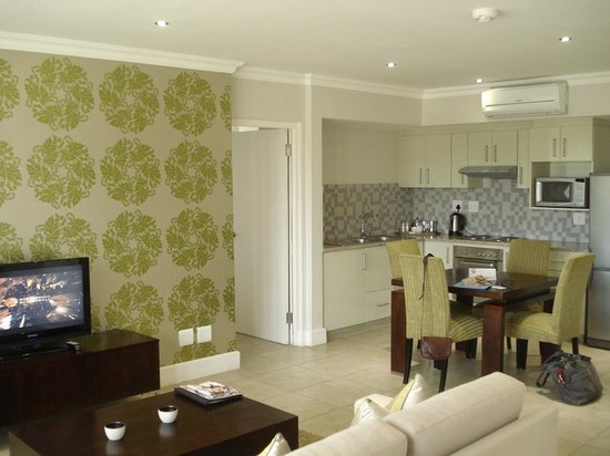 Quarters Hermanus: Suite - Kitchen/Dining Area
