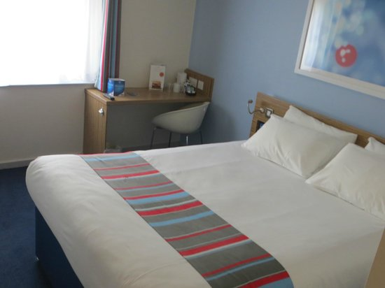 Travelodge Gloucester: Bedroom