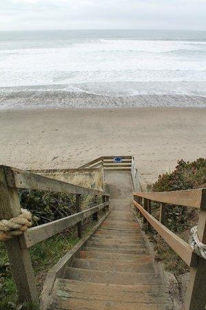 Westshore Oceanfront Motel : Beach Access