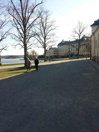 Drottningholm Palace : Ο δρόμος προς το παλάτι. .