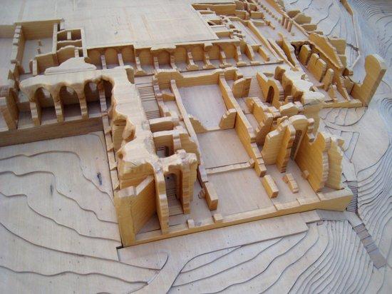 Grotte di Catullo : Modellino della villa nel museo