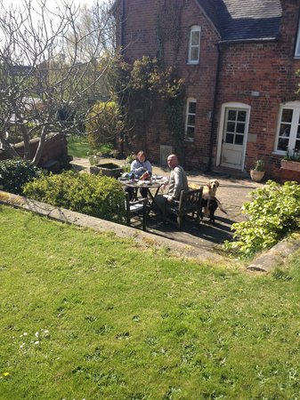 Osmaston, UK: enjoying the sunshine