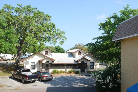 Destin Army Recreation Area RV Park: Cabins