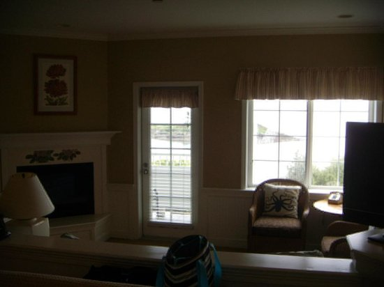 Outlook Inn on Orcas Island : Sitting room with view