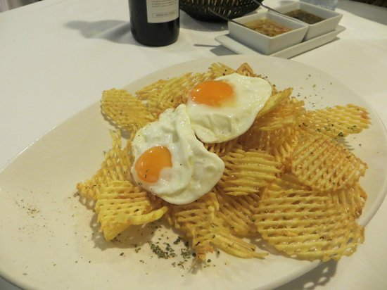 9 Reinas : Waffle cut fries with fried egg was a good side