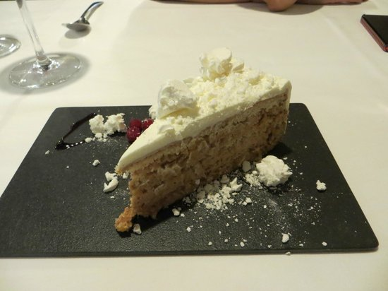 9 Reinas : The complementary tiramasu dessert was nice