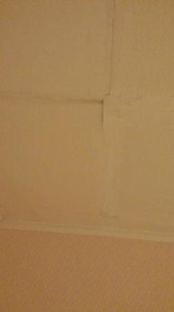 Claymore Hotel: Interesting roof repairs....