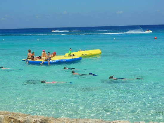 El Cozumeleño Beach Resort: this floaty is so fun!