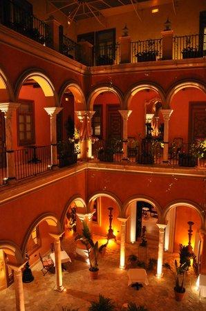 Boutique Hotel Casa del Poeta : Courtyard