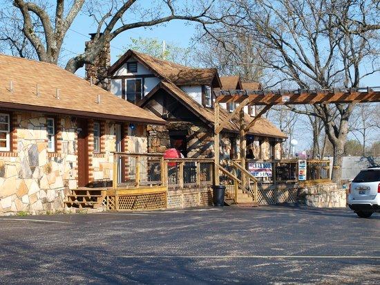 Shawnee Bluff Winery: Winery Buildings