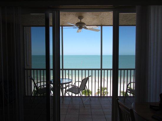 Cornerstone Beach Resort : The beach!
