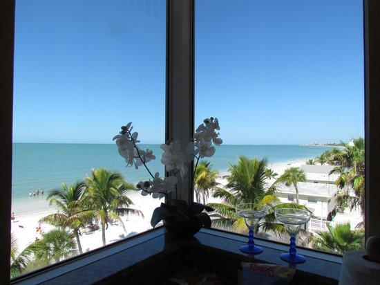 Cornerstone Beach Resort : View from the kitchen