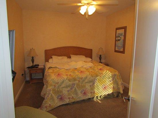 Cornerstone Beach Resort : bedroom