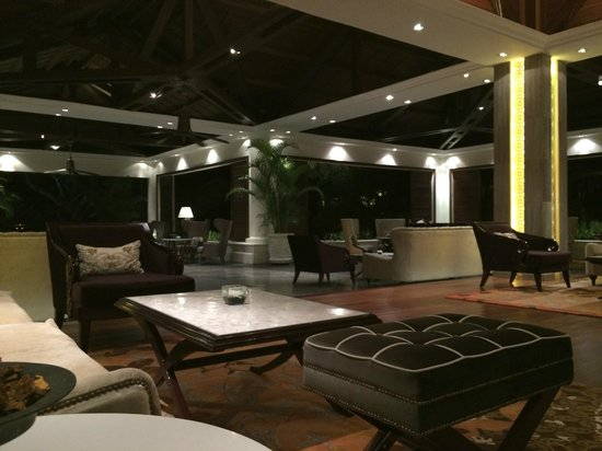 The Laguna, a Luxury Collection Resort & Spa: Luxurious entrance area