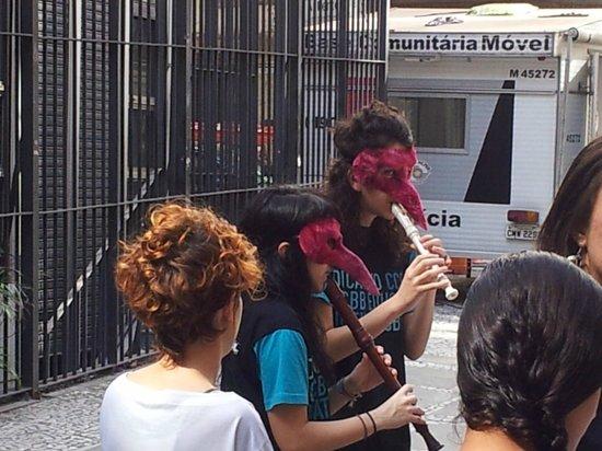 Centro Cultural Banco do Brasil São Paulo: Apresentação de música na fila