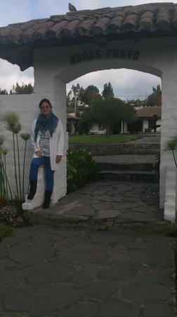 Hacienda Abraspungo : entrada a uno de los jardines