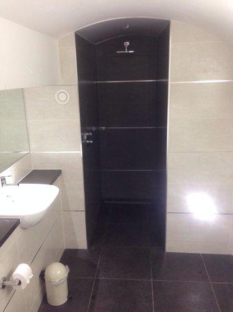 Roomzzz Newcastle City : Shower was amazing