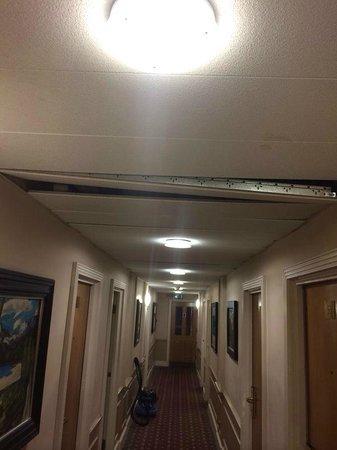 Richmond Hill Hotel : corridor outside room