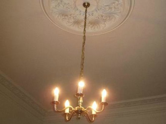 Abbey Hotel : chandelier